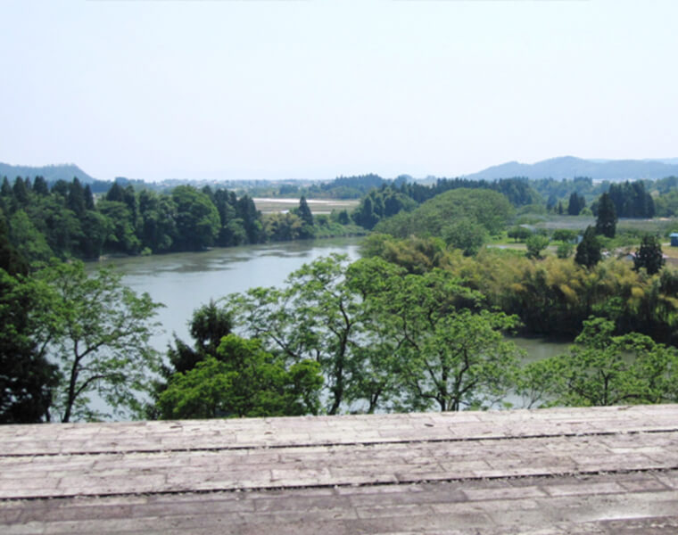 最上川美術館(真下慶治記念館)から見る最上川の流れ